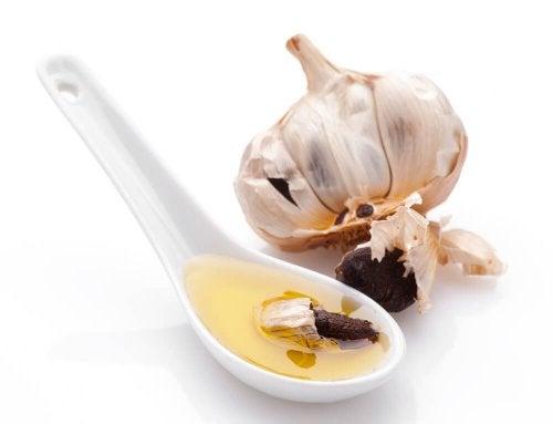 Cucchiaio di aglio e olio