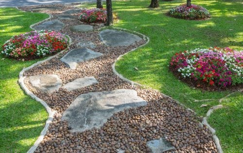 Decorare ingresso casa con pietre