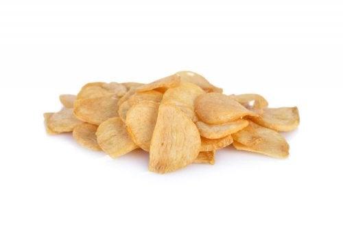 Spicchi d'aglio dorati