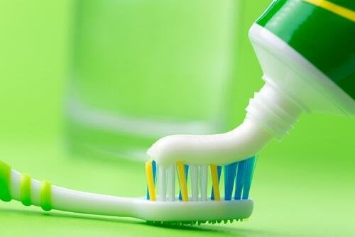 Dentifricio e spazzolino