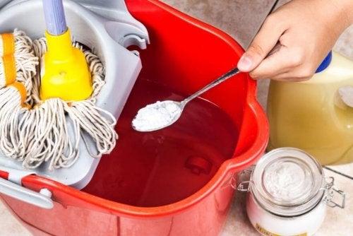 l'uso del bicarbonato di sodio per pulire casa è particolarmente indicato
