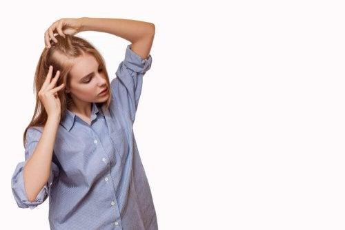 Curare l alopecia con rimedi naturali - Vivere più sani 2362d92c15f3