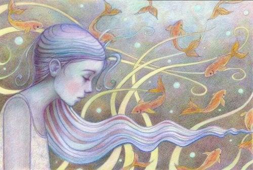 donna con capelli lunghi circondata da pesci