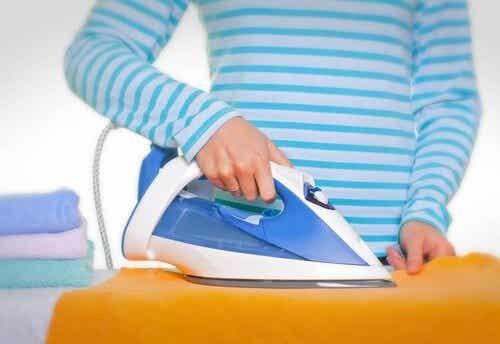 5 trucchi per pulire il ferro da stiro