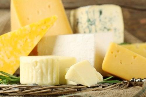 Per preparare un delizioso panino Monte Cristo serve un buon formaggio svizzero