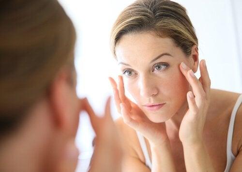 Lavare il viso con aceto di mele: benefici