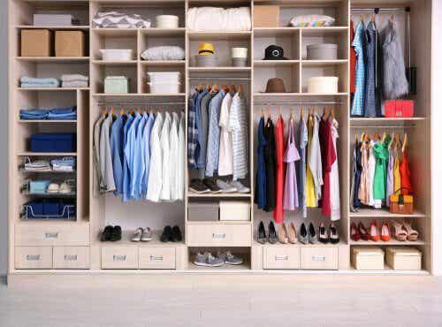 Organizer fai-da-te per indumenti facile e veloce