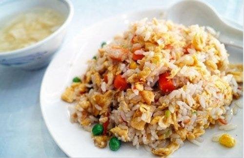 Un piatto di riso cinese