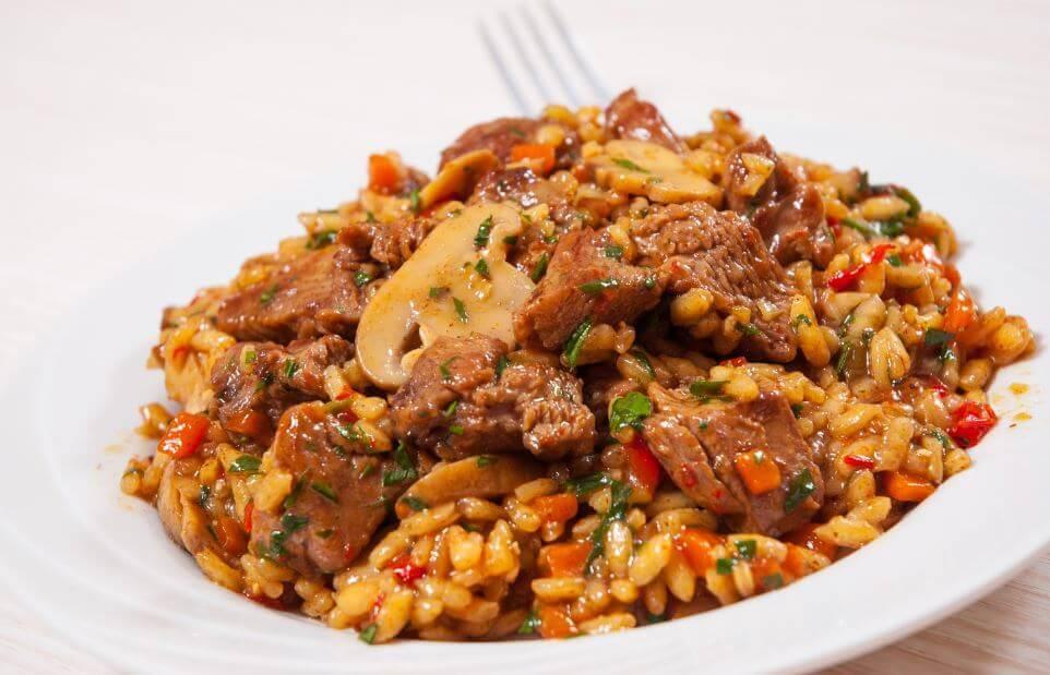 Riso cinese con pollo e miele: gustosa ricetta