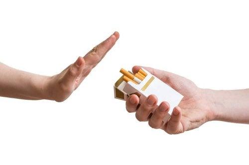 mano dice di no alle sigarette