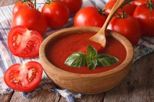 Salsa di pomodoro in casa: perché mangiarla tutti i giorni?