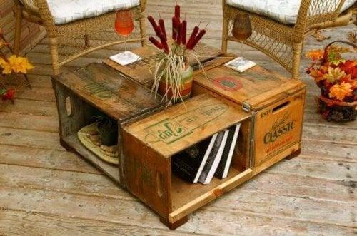 Tavolo fatto con cassette di frutta