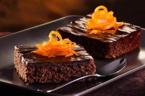 Come preparare una deliziosa torta all'arancia e al cioccolato