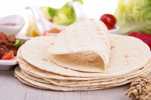 tortillas di grano sul tavolo