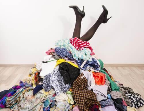 3 idee per conservare i vestiti quando non si dispone di un armadio