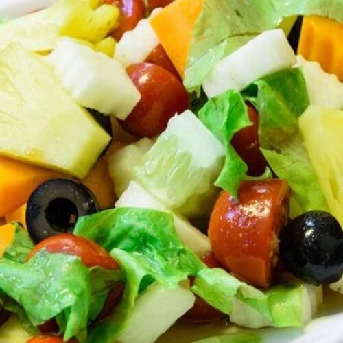 3 insalate con l'ananas perfette per la cena