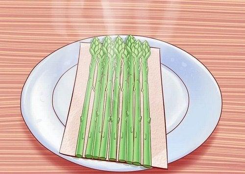 Gli asparagi: 6 motivi per mangiarli e come cucinarli