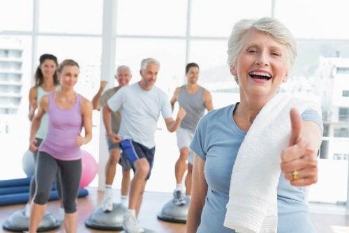 Anziani fanno sport