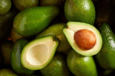 Maschera all'avocado per capelli secchi