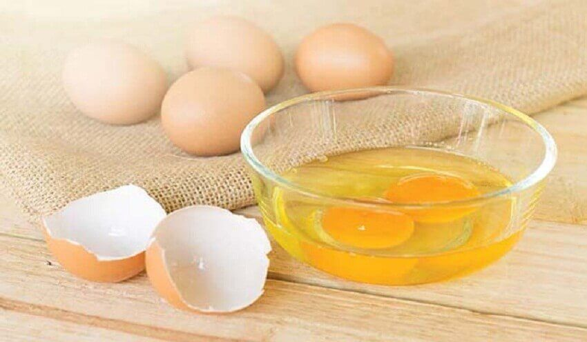 Bacinella con tuorli d'uovo