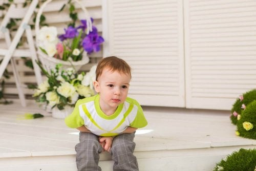 Bambino con stitichezza infantile