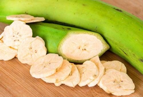 Banana verde a pezzi