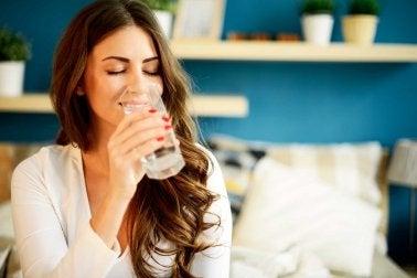 Bere acqua regolarmente