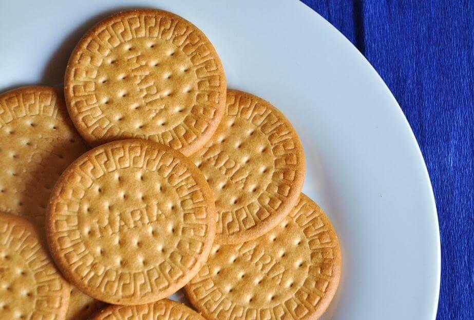 Biscotti maria in un piatto