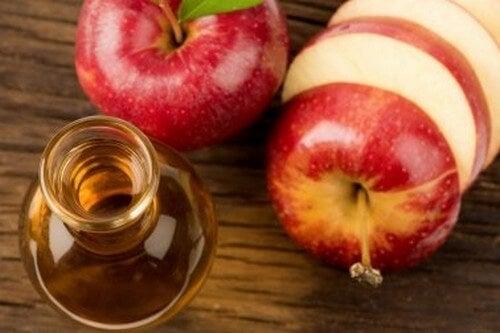 Colesterolo e zuccheri nel sangue: ridurli con l'aceto di mele