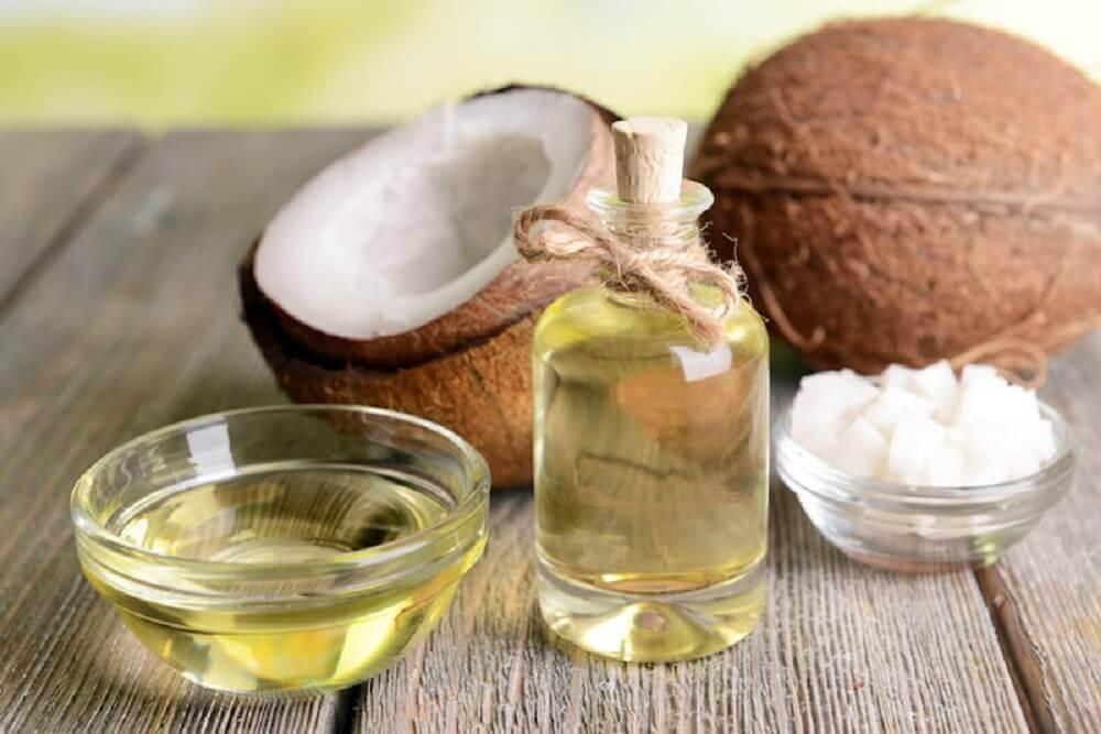 Boccette contenenti olio di cocco