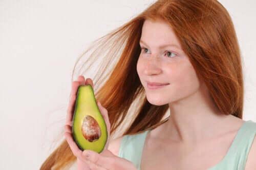Idratate i capelli secchi con 5 rimedi naturali