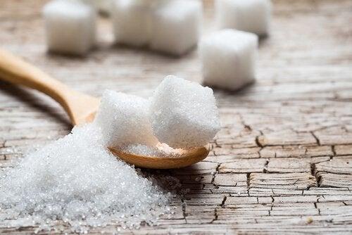 Evitare lo zucchero nella dieta: 5 alternative