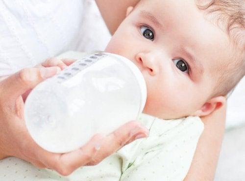 Dare il biberon al bebè