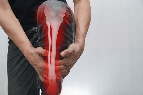 Dolore alle ossa: cause, sintomi e trattamento