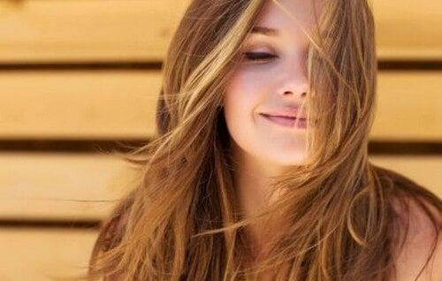 Eliminare le doppie punte senza tagliare i capelli