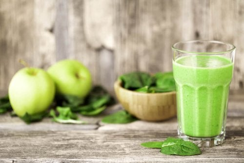 Frullato mela e spinaci