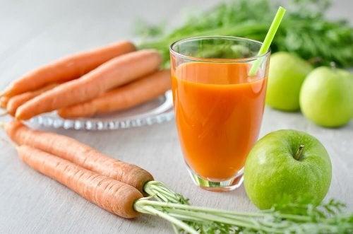 Succo di carota e mele verdi