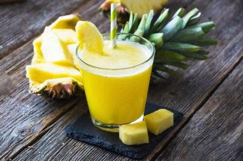 Succo di ananas per ridurre la pancia.