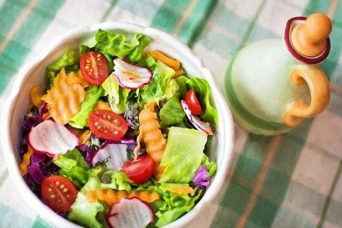 Alimentazione sana per i rotolini sulla schiena
