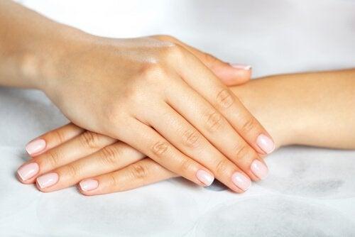 Mani e unghie curate