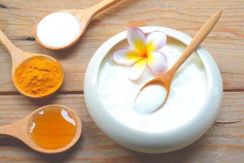 yogurt e avena per pelle morbida e giovane