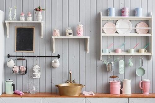 Mensola da cucina: 4 modi economici per crearne una - Vivere più sani