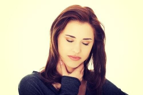 Donna con reflusso gastroesofageo