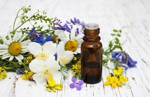 gli oli essenziali sono molto efficaci nell'ammorbidire la pelle