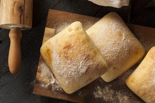 Pane bianco tra alimenti da evitare nella dieta