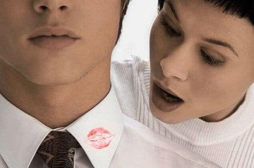 Rapporti di coppia: cosa fare se il partner è infedele?