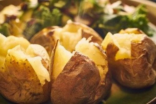 Delizie al forno: 5 ricette di patate arrosto