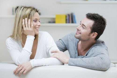 Persone che socializzano per trovare un partner