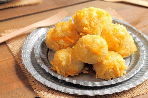 Polpette di platano ripiene di formaggio: 3 ricette