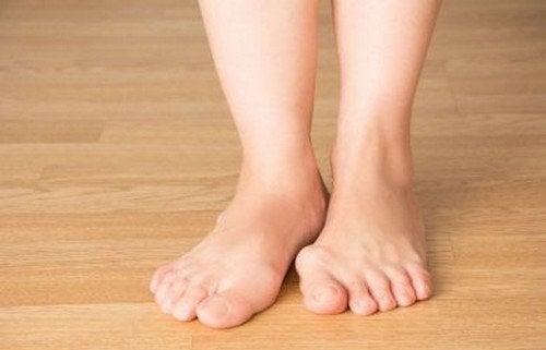 Calzature migliori per piedi pìù sani: i consigli utili